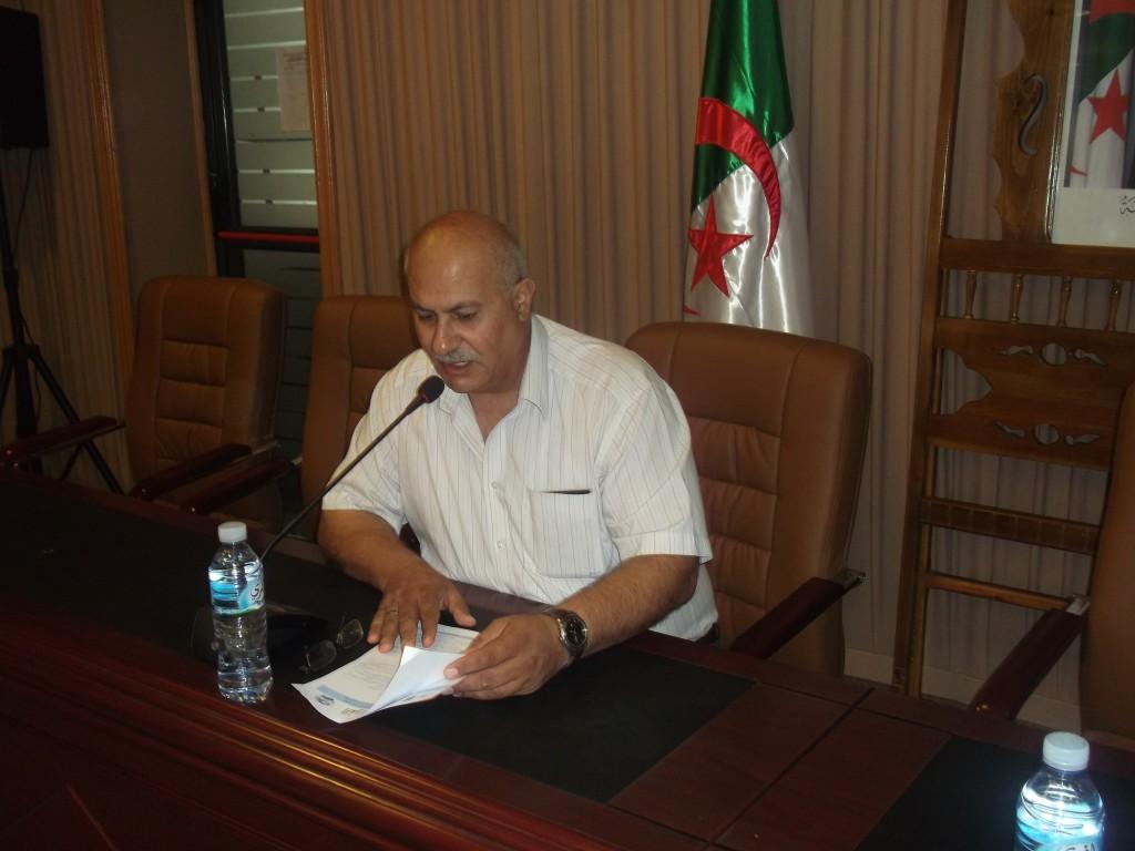 الأستاذ الدكتور يوسف ذياب عواد مدير جامعة القدس المفتوحة خلال مؤتمر مركز جيل البحث العلمي